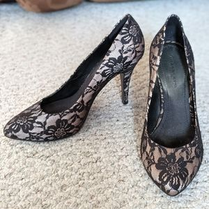 Black and Tan Lace Patterned Heel